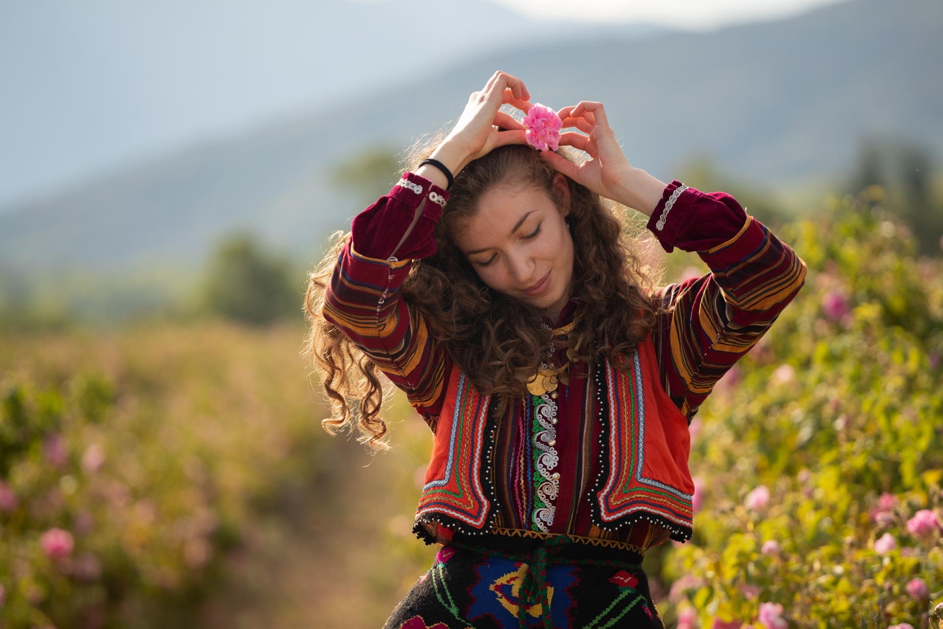 В долината на розите   Author Alexander Sandev - Alsand   PHOTO FORUM