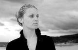 черно-бял портрет на момиче ; comments:30
