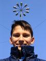 Млад марсианец се ослушва с опъната антена ; comments:17