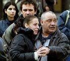 От мястото на събитието,Очакване-Роднини очакват да оповестят имената на загиналите  в асансьора след взрив на ул Джеймс баучер ; comments:8
