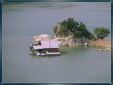 Малка къща сред...водата ; comments:26