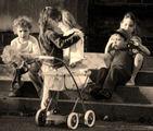 Деца в Гонфревил (Франция) ; comments:50