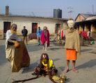 Група Садху в задния двор на храма ; comments:99