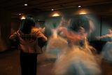 Балерини загряват зад сцената ; comments:22