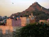 Храмчето на върха на хълма ; comments:7