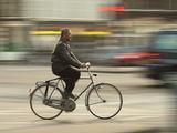 На две колела или на едно колело. ; comments:35