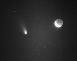 Комета Хейл-Боп и Луната ; comments:22