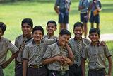 Ученици и техните ръководители на разходка в парк около Джайпур ; comments:28