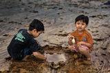 Две малки момчета и една рибка ; comments:61