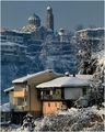Зимен пейзаж с къщи и катедрала ; comments:34
