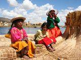 Езерото Титикака и три малки душици, забавляващи нас-туристите, докато отплаваме.... ; comments:8