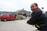 Японски турист се радва на забележителностите ; comments:31