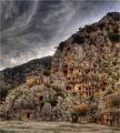Ликийските (the Lycian) гробници издълбани в скалите формират некропола в Мира (Myra) ; comments:15