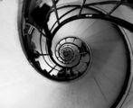 По стълбите на Триумфалната арка в Париж. ; comments:32