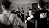 Сюзън Фарел дава урок в балетното училище в София ; Comments:7