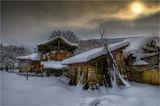 Снежен зимен сън заспало село, сънувайки край стоката притихнала... тук там прилайват само кучетата... ; comments:32