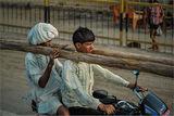4-метровки -греди,талпи,бичмета превозвам из цяла Индия!Опа завой улеву.... ; comments:26