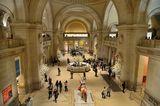 Рицар с броня в главното фоайе на Метрополитен Музей в Ню Йорк ; comments:20