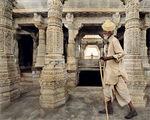 В храма- Chaumukha Temple-Ranakpur (Rajasthan) ; comments:90