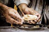 """""""...и разчупваха хляб по къщите, и се хранеха с радост и чистосърдечие"""" Д.А. 2:46 ; comments:11"""