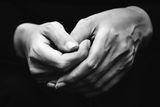 Две хубави ръце ; Comments:15