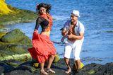 Да потанцуваме сред морето, само ние,  двама с теб. ; comments:4