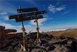 *Кратера на масива Килиманжаро от неговата най–висока точка наречена вр. УХУРУ5895м ; comments:55