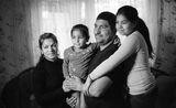 """Кадърът е заснет за националната кампания """"Да бъдеш Баща"""". Нейната цел е да постави фокус върху ползите от активното участие на бащите в живота на децата за създаване на семейна среда без насилие и за пълноценно развитие на детето. ; comments:36"""