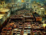 Мароко : фабрика за боядисване на кожи ; comments:72