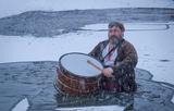 Веселият тъпанджия - ледоразбивач 2 Йордановден в Калофер /06. 01. 2015/ ; comments:95