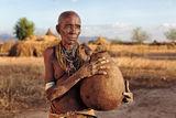 Възрастна жена от племето Каро. ; comments:59