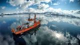 В калдерата на вулкана Дисепшън, Антарктида ; comments:44