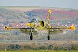 Български L-39ZA подхожда за кацане на летище Долна Митрополия, след облитане ; comments:5