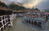 Рилският манастир в една мъглива утрин ; comments:48