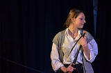На сцената ; comments:2