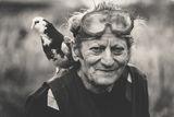 Мъж с гълъб ; comments:40