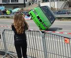 И колите полудяват когато жена се появи на пътя ; comments:3