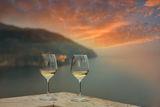 Двамата съзерцаваха как слънцето се разливаше над океана в един безкраен лист от разтопено злато!Карлос Руис Сафон — Играта на ангела ; comments:23