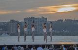 Танц край реката ; comments:9