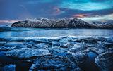 Ледени късове от замръзналото езеро ; comments:3